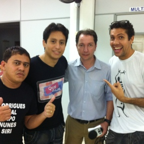 Gilliard, Paulo e Vagner com o repórter da Globo Alysson Oliveira